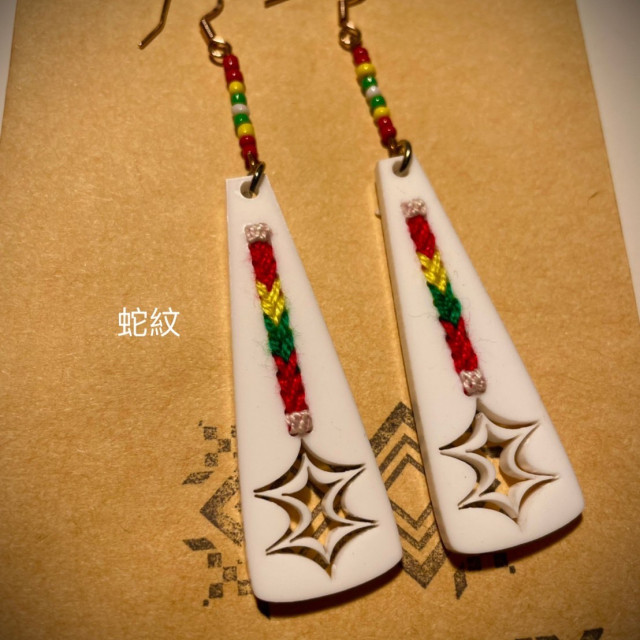 雷雕串珠十字繡耳飾