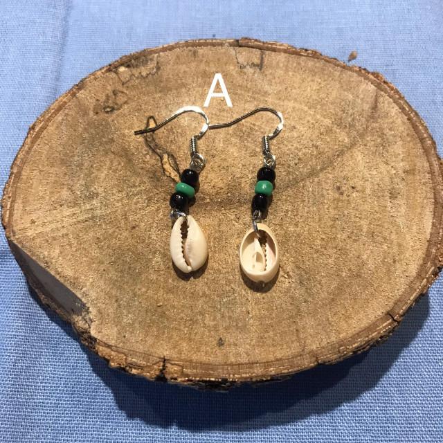 INA私室-短串珠貝殼耳環