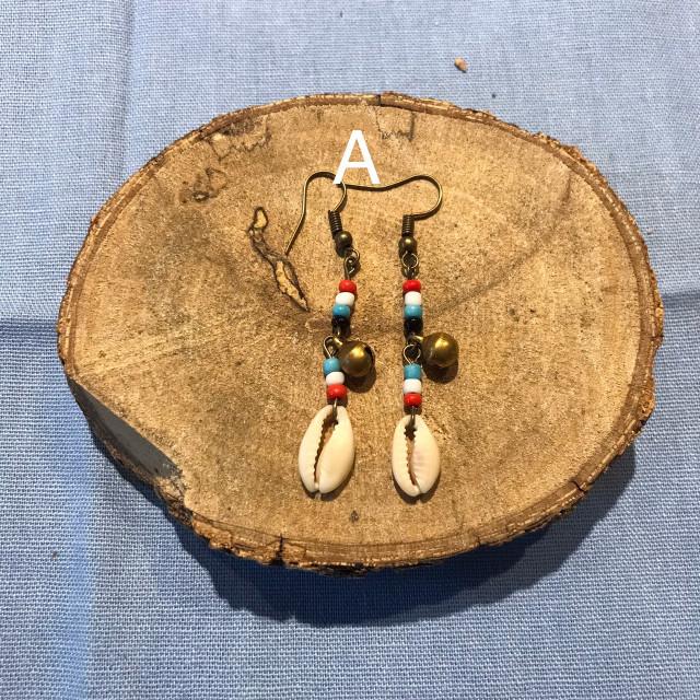 INA私室-長串珠貝殼耳環